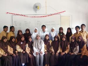 Kelas Jurnalistik SMA Islam Jiwa Nala berfoto bersama Rere Nia