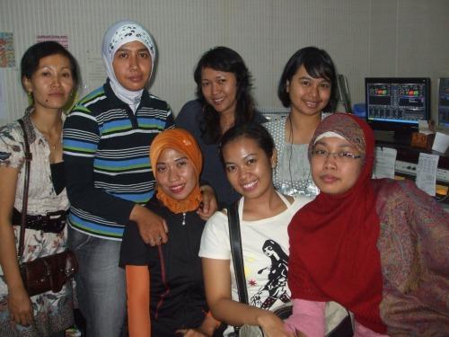 foto bareng Nimas Putri Sabdojati Community & Kru Metro FM
