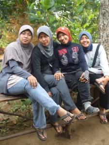 Para srikandi Komunitas Nimas Putri Sabdojati. (kiri-kanan) Rere Nia, Ibunda Rere, Aidah, Indriyana