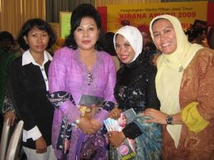 (ka-ki) Ny. Gathut Setyo Utomo, Ny. Aidah, Ny. Tuty Suwarno, Ny Budi